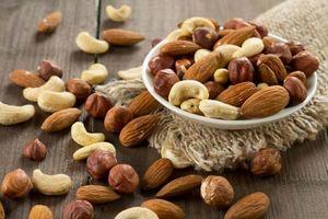 Орехи в мисочке фото