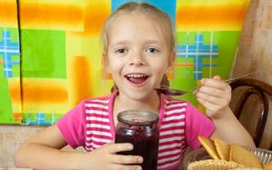 На фруктозе можно варить варенье и компоты для детей