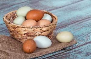 Домашние сырые яйца - полезные свойства